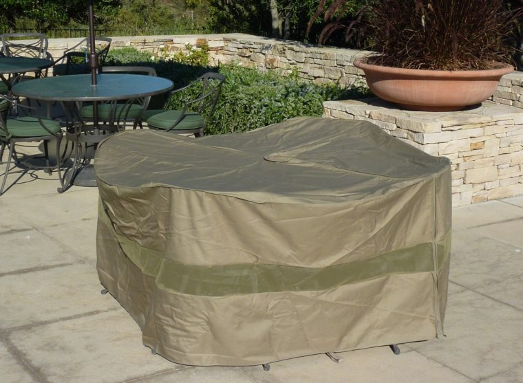 best heavy duty outside table covers