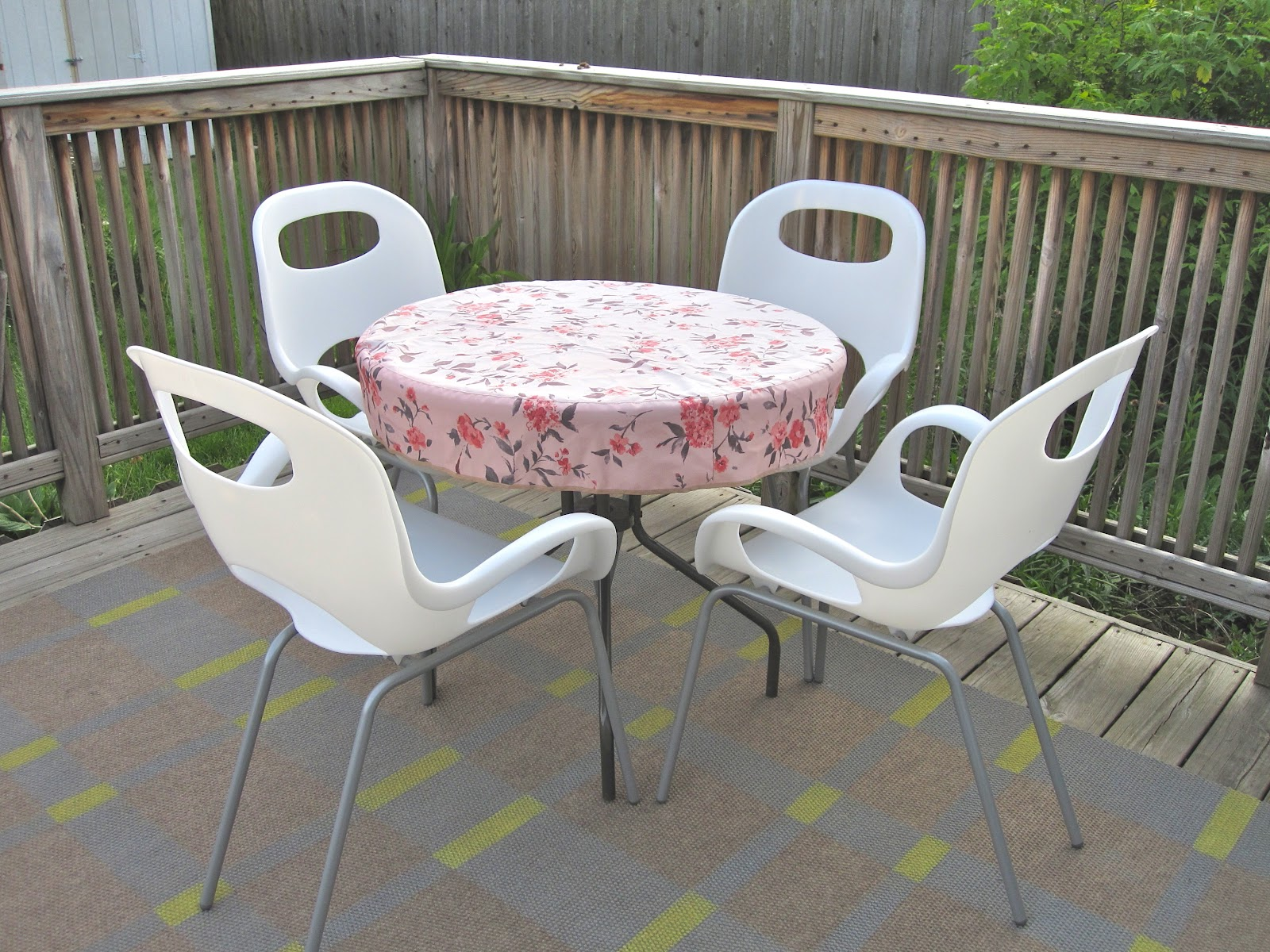 Small round elastic picnic table covers outdoor