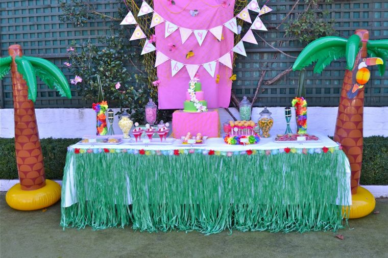 grass skirt table cover for birthday party