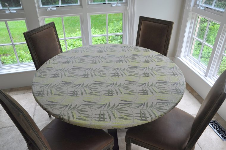 round fitted vinyl table covers