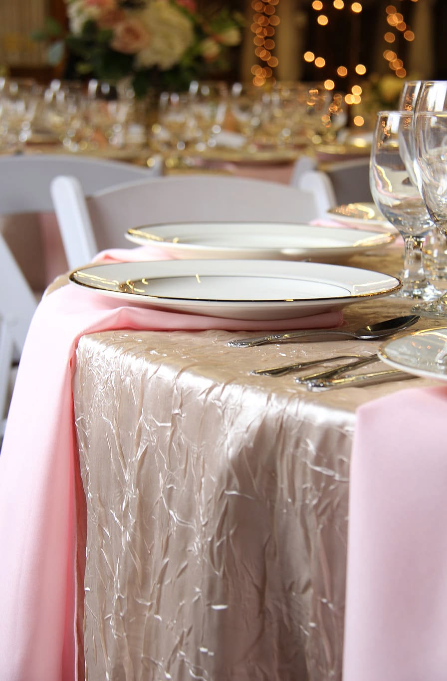 Money-Saving Tips For Those Who Are Looking For Cheap Wedding Tablecloth | Table Covers Depot