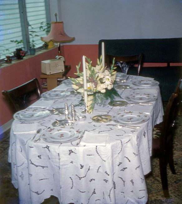Using Oblong Tablecloth On Oval Table? Get to know about this kind of tablecloth | Table Covers Depot