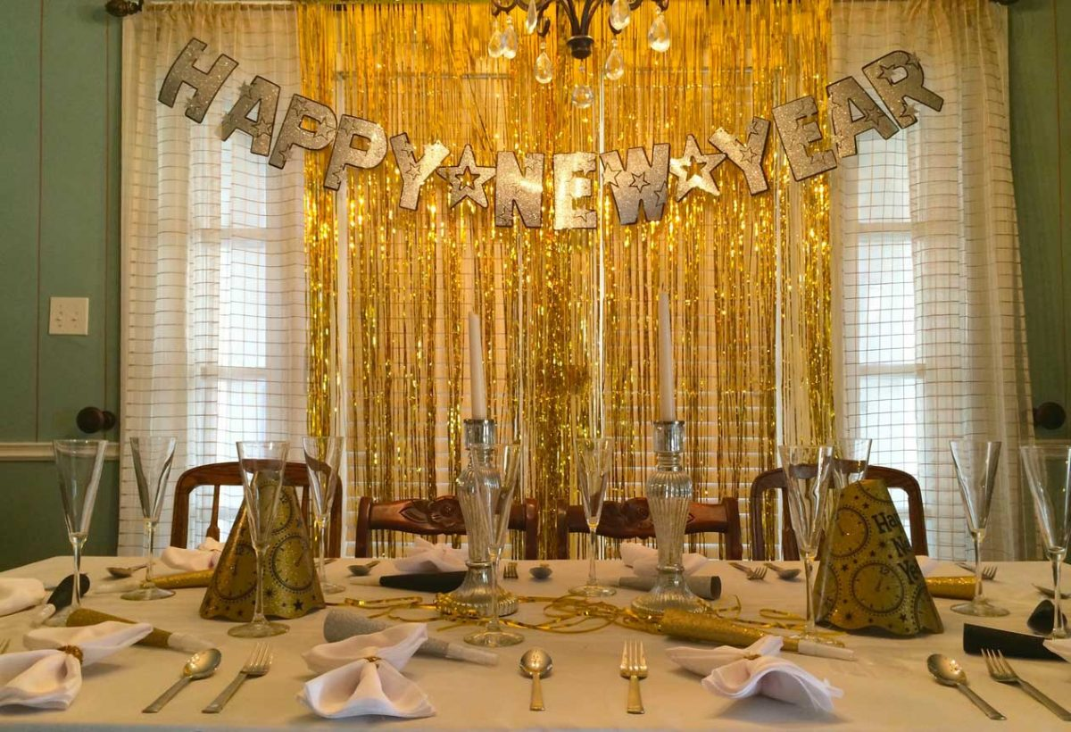 8 Dining Table Decor for New Year's Eve That You Don't Know Yet | Table Covers Depot