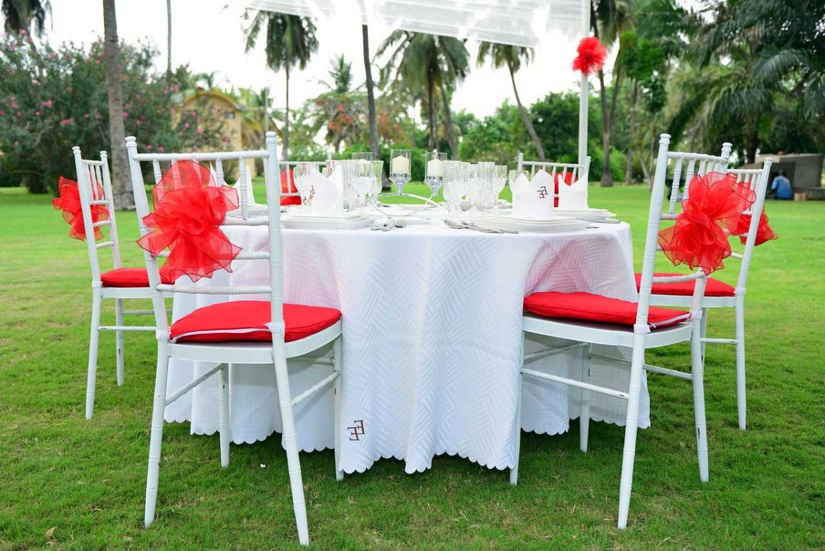 Cheap Tablecloths for Wedding to Match with The Theme You've Picked | Table Covers Depot