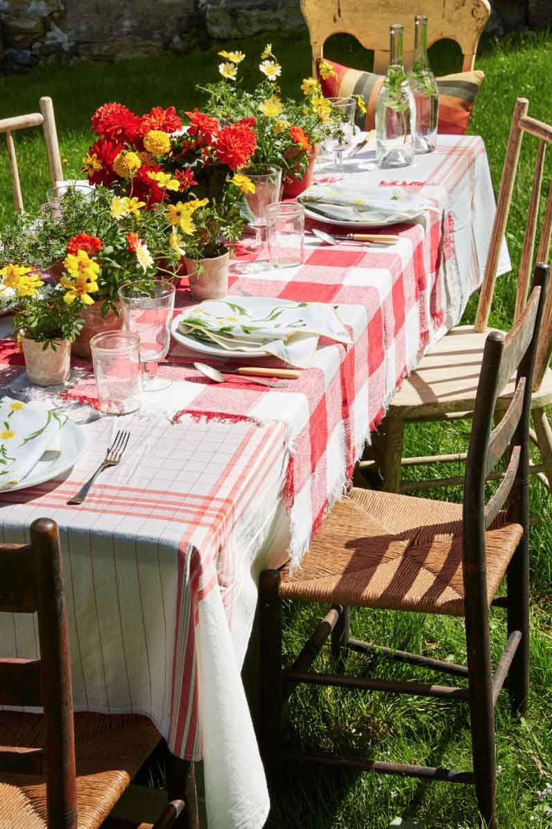 Tips On How To Get The Right Tablecloth Sizes For Oblong Tables   Table Covers Depot