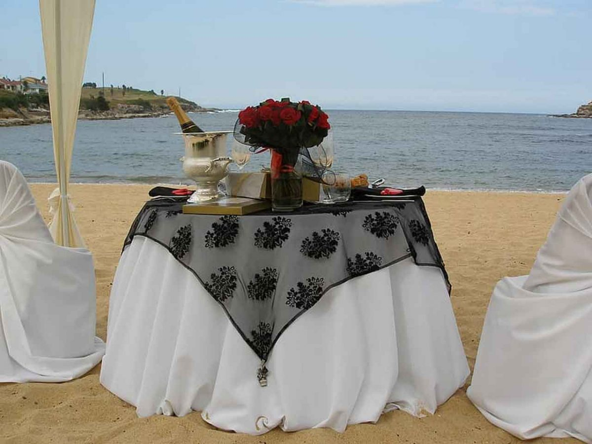 4 Types of White Wedding Tablecloth That You Should Know | Table Covers Depot