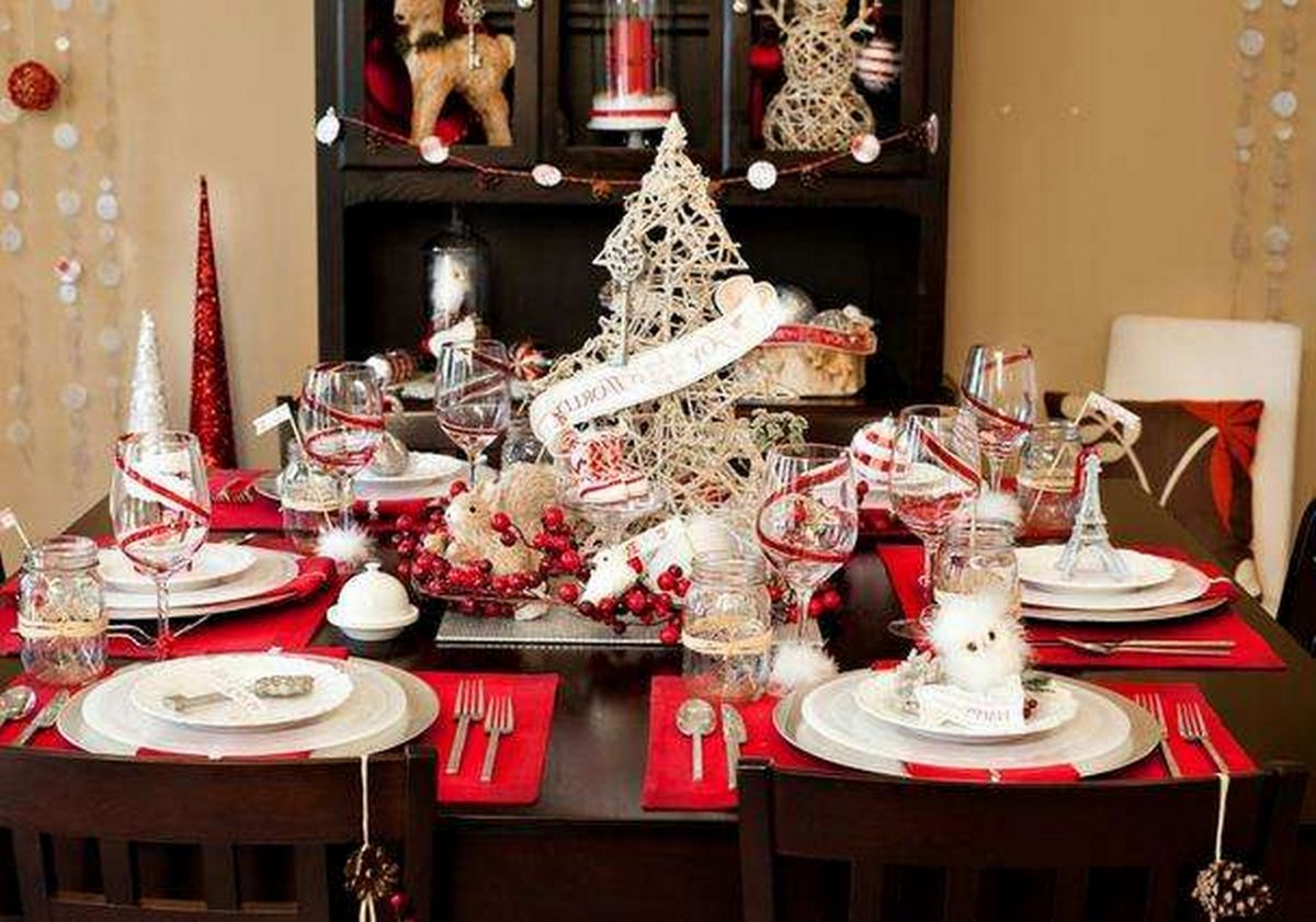 Simple Table Decorations for Christmas Table Settings | Table Covers Depot