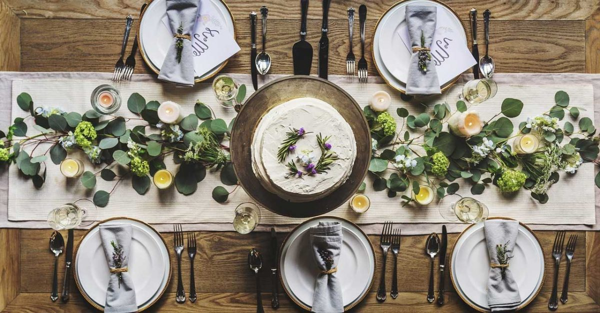 Dining Table Decor Ideas With Various Tablecloth Type | Table Covers Depot