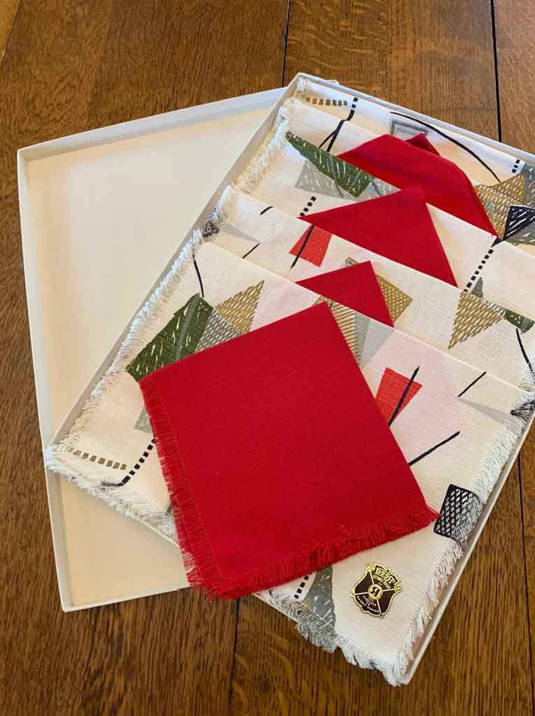 Get To Know How To Use Wedding Linen Napkins To Perfect Your Decoration | Table Covers Depot