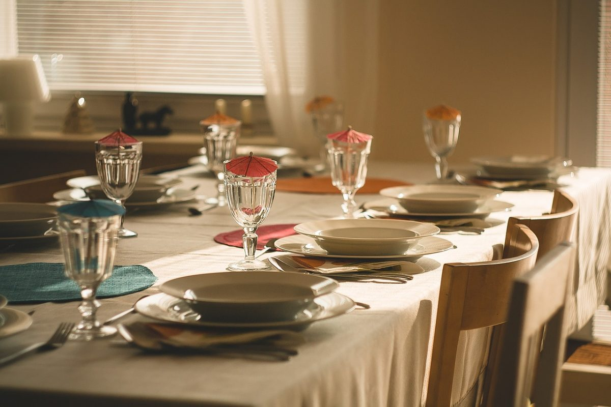 6 Popular Tablecloth Materials With Different Characters | Table Covers Depot