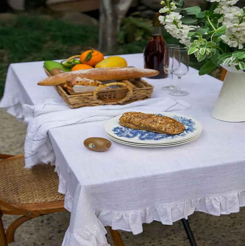 5 Inexpensive Tablecloths Ideas For Your Perfect Dinner Experience | Table Covers Depot