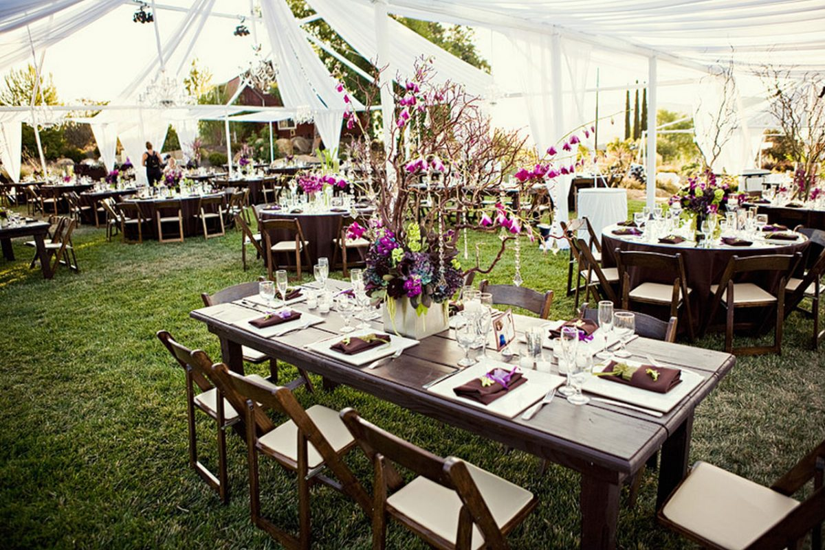 outdoor-wedding-decoration-ideas-wedding-table-settings-white-wedding-table-seating-plan