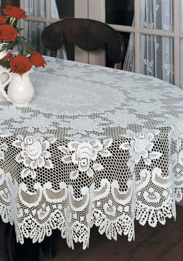 Get to Know Best Material of Oval Christmas Tablecloth for Your Dining Table | Table Covers Depot