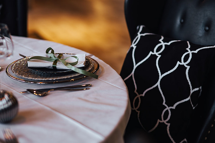 4 Tips On Using Black and White Table Linen for Wedding | Table Covers Depot