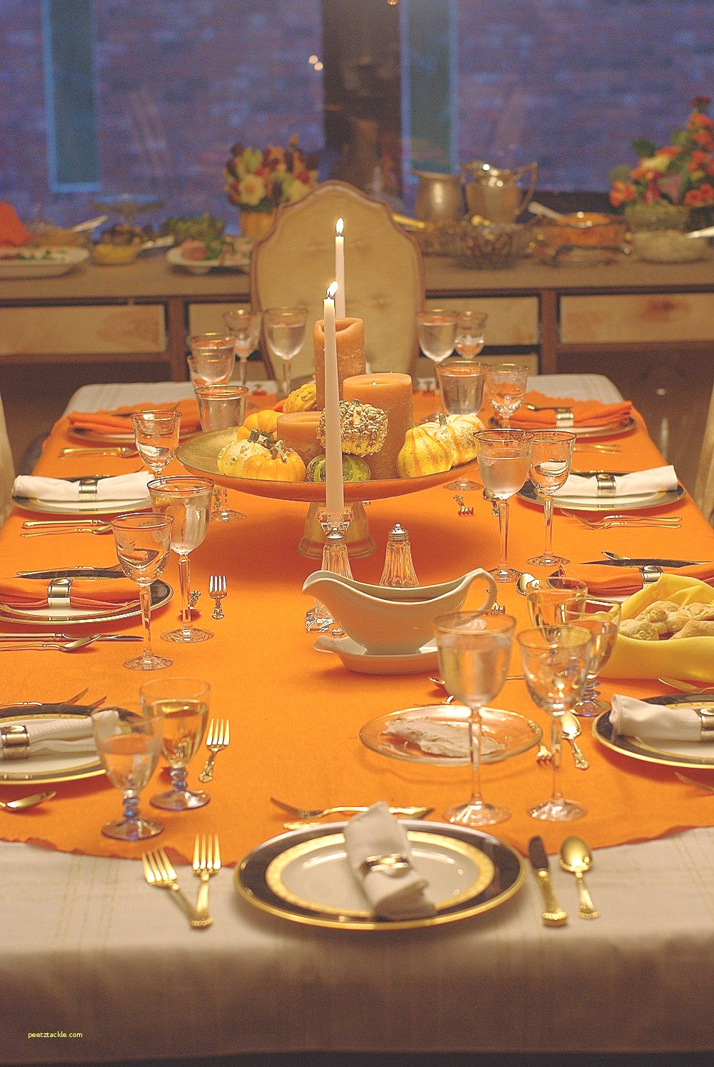 You can even cover the table with kraft paper or newsprint and let the kids get creative with crayons or colored pencils. MORE: How to set a Thanksgiving table. Matching glass, stoneware, porcelain, or china to that of the adults' table just isn't practical for younger children.
