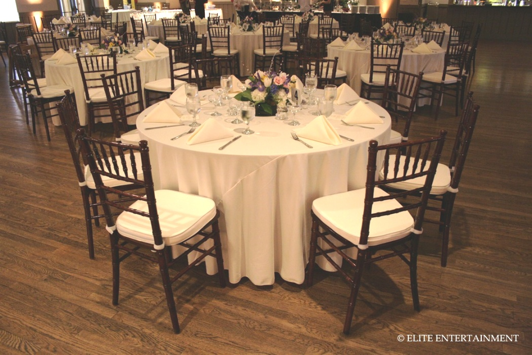 cheap table linens for weddings | Mahogany chivari chair w/ white pads. With white table clothes ..