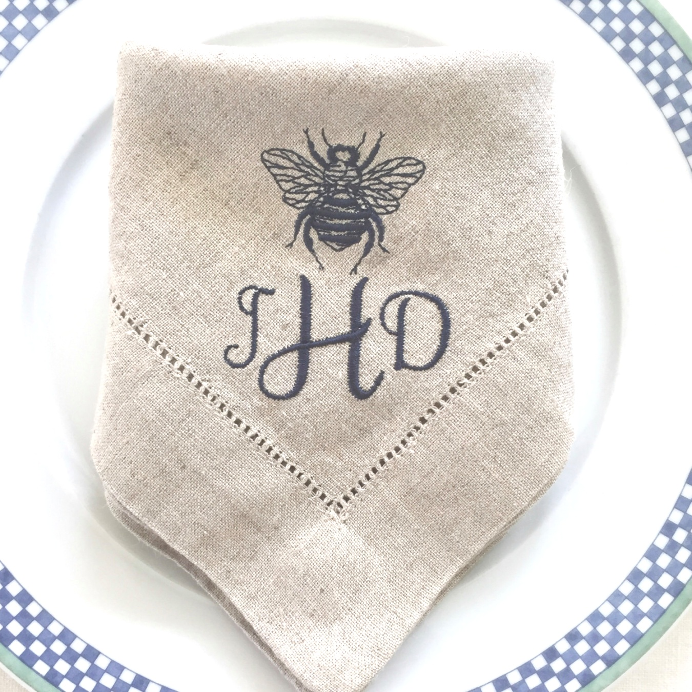 monogrammed table linens | Embroidered Linen Cloth Napkins Bee with Monogram, Monogramed ..