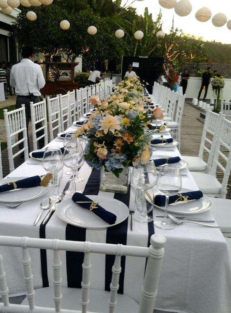 navy-and-white-striped-tablecloths-navy-and-white-striped-round-tablecloth-navy-blue-striped-plastic-tablecloth